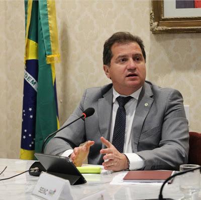 Simplício Araújo diz que responde processo dos respiradores com ...
